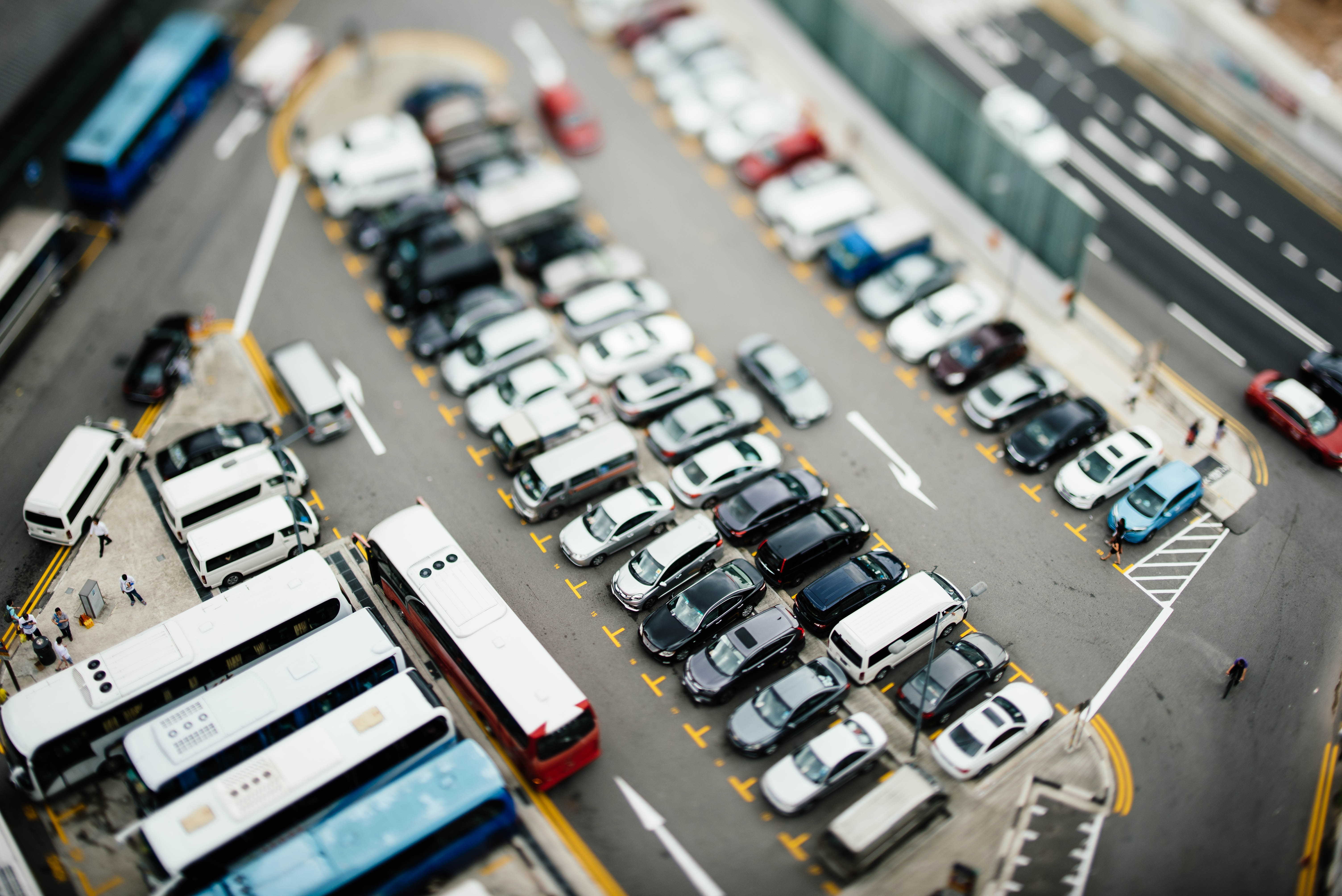 Majandus.ee: Autode import ja eksport. Foto: Chuttersnap